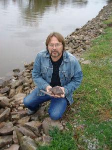 Barry_DiGregorio_holds_sample_of_rock_varnish_covered_rock