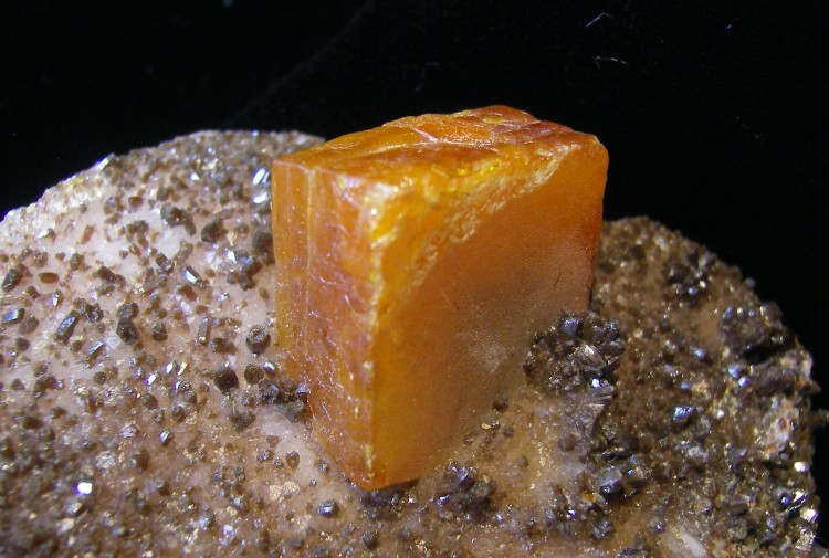 Wulfenite Crystal For Sale - Fossils-Crystals.com
