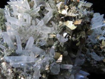 Chalcopyrite with Quartz